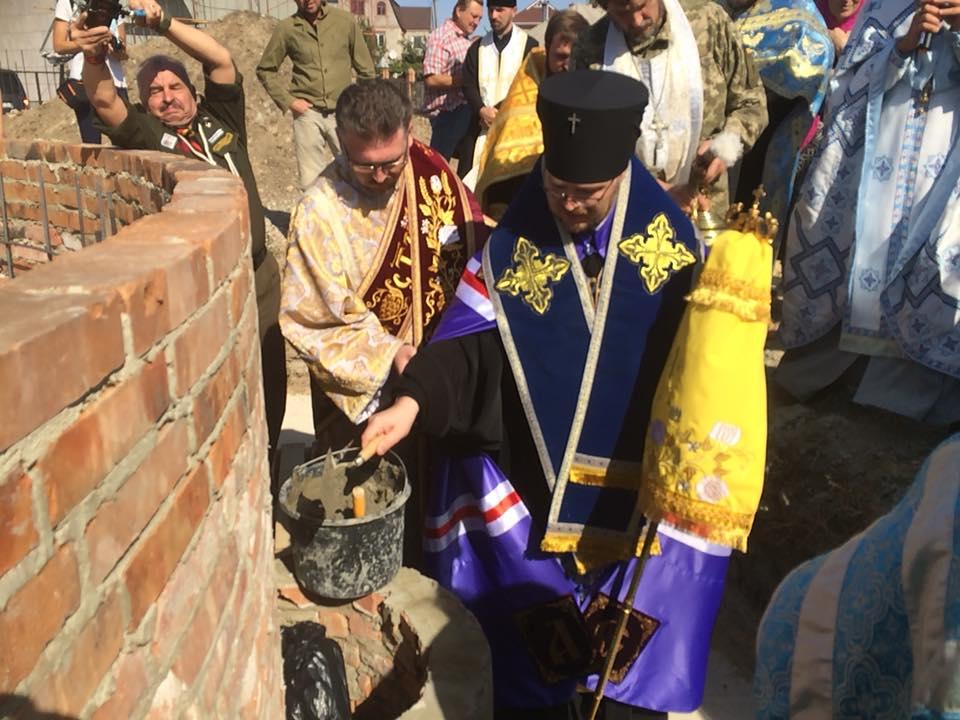 У Маріуполі освятили наріжний камень храму УПЦ КП