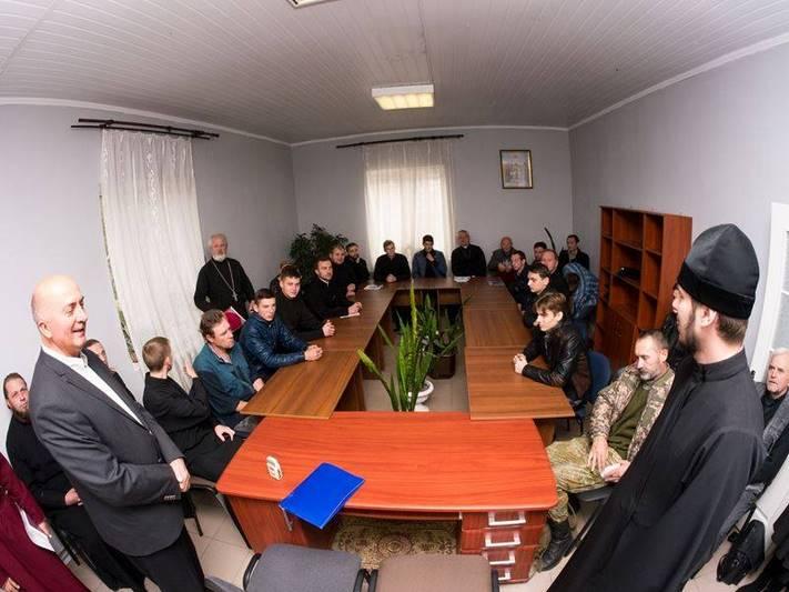 Доктор медицини з Хорватії прочитав відкриту лекцію у Дніпровській семінарії УПЦ КП