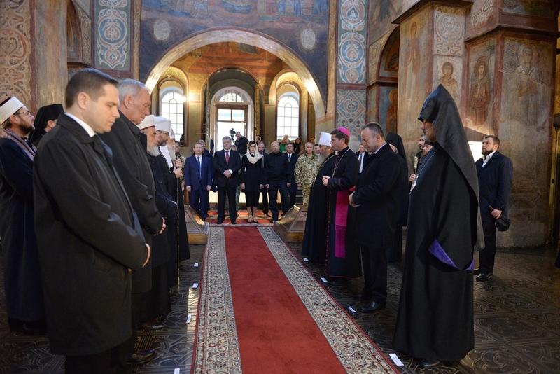 Очільники держави і церков на Покрову спільно молилися у Софії Київській