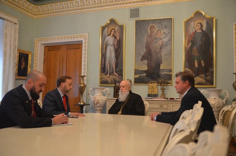 Філарет нагородив американського релігійного діяча Дейла Армстронга