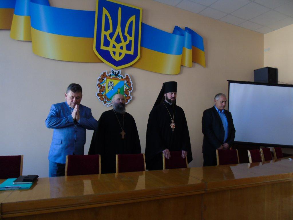 Єпископ Коломийський УПЦ КП зустрівся з представниками парафій, які покинули Московський Патріархат