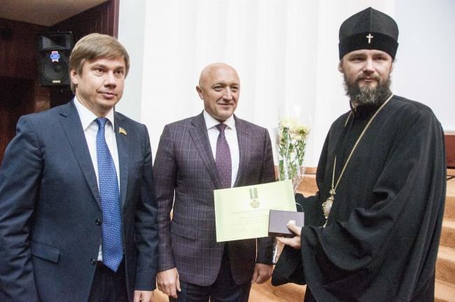 Архієпископа УПЦ КП нагороджено відзнакою президента за гуманітарну участь у АТО