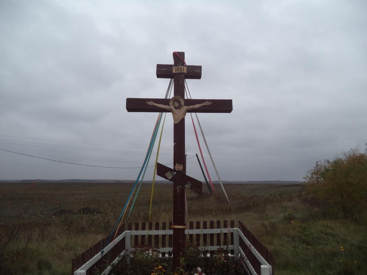 Невідомі зруйнували хрест-розп'яття на трасі Київ-Чоп