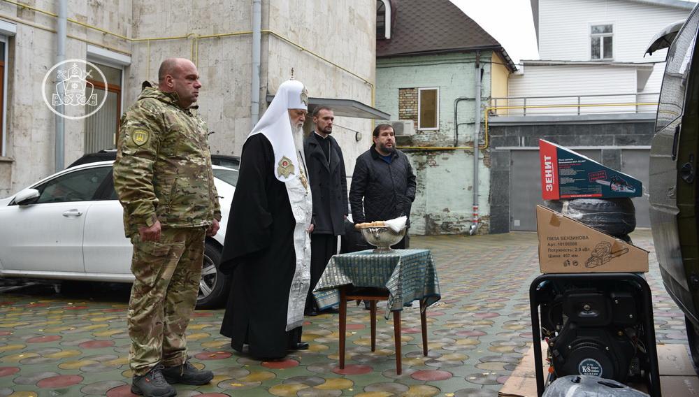 Патріарх Філарет передав для потреб воїнів на сході країни електрогенератори, бензопили та електрокабель