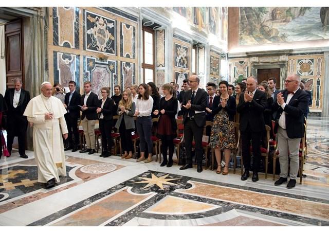 Папа закликав майбутніх економістів