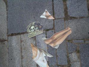 Невідомі вчинили акт вандалізму над розп'яттям на трасі Київ-Чоп