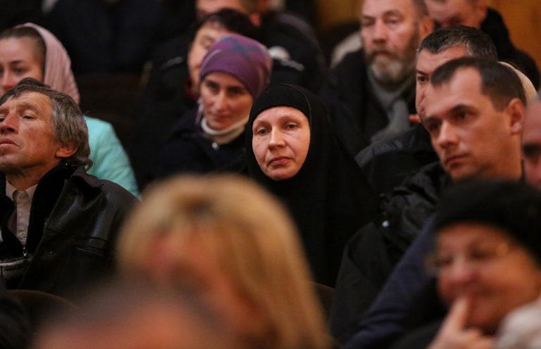 Активісти заблокували передачу землі Почаївській лаврі
