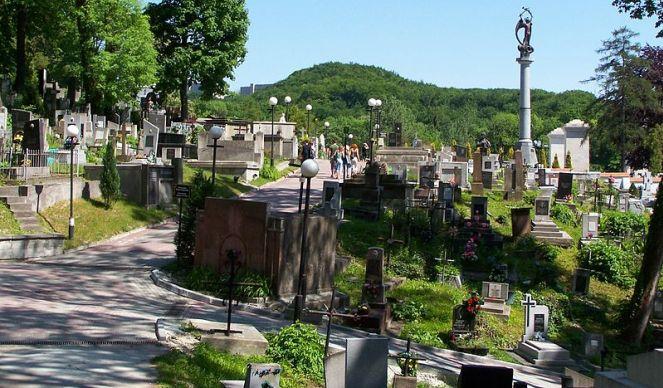 На Личаківському цвинтарі у Львові впорядкують могили польських журналістів