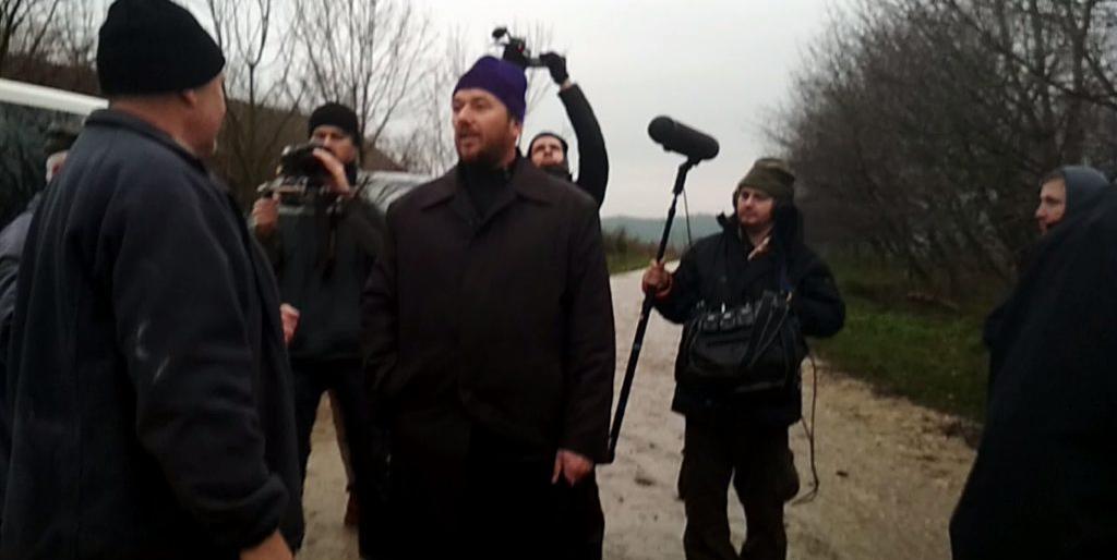 Селяни вигнали священика УПЦ (МП) та знімальну групу, яка хотіла зробити сюжет «про звірства бандерівців»