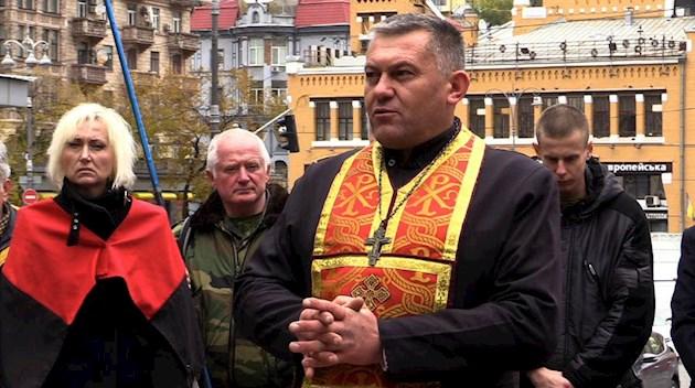 Священик може взяти зброю в руки тільки з однією метою - капелан з АТО