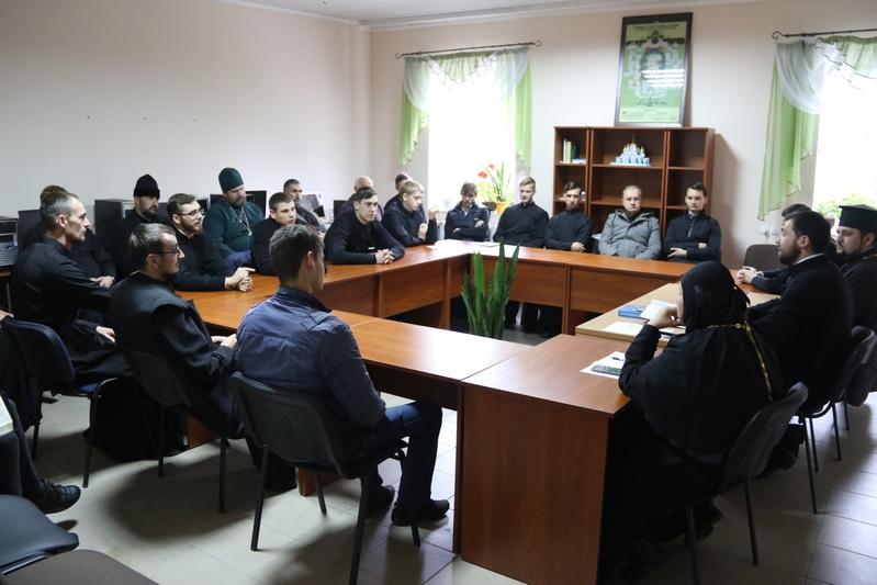 Проректор Дніпровської семінарії УПЦ КП виголосив доповідь «Уявно-фантастичний християнин у порівнянні з істинним християнином»