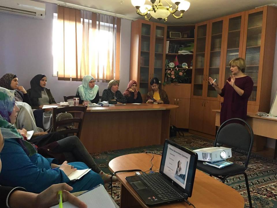 В Запорожье и Киеве мусульманок учат ораторскому искусству и финансовой грамотности