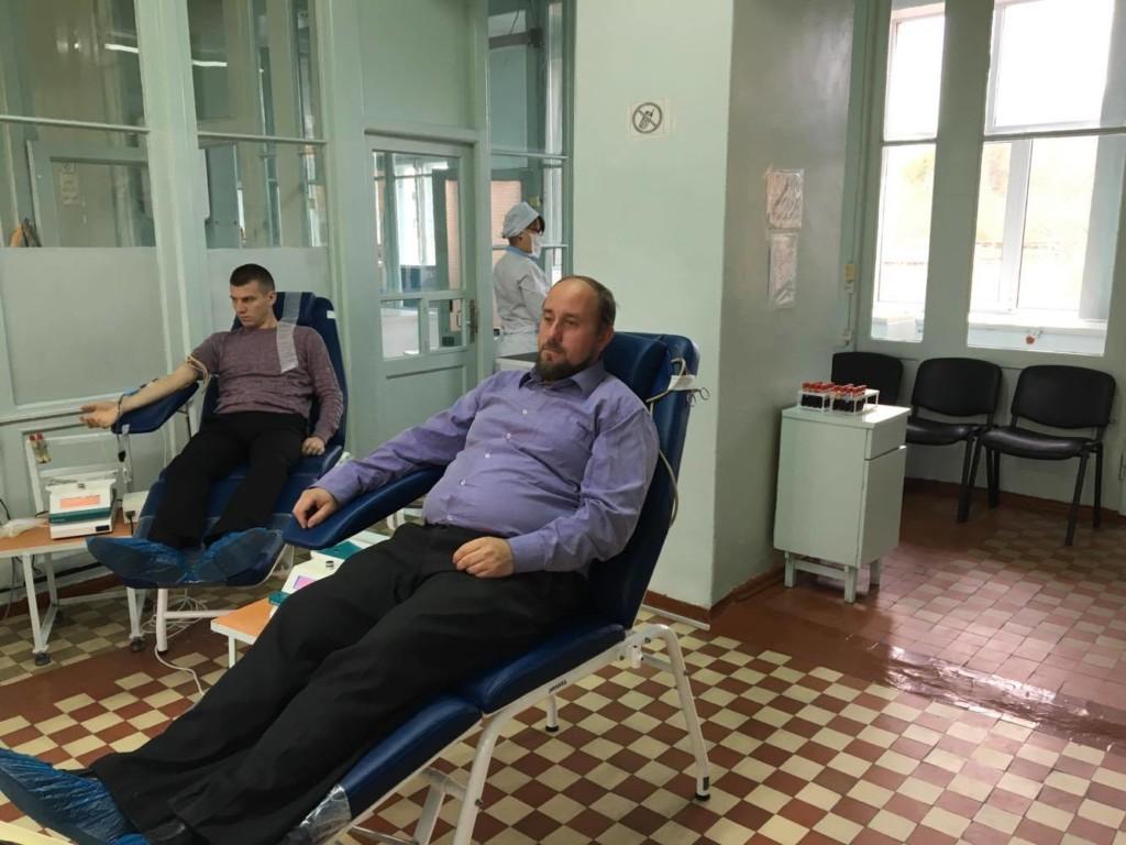 Духовенство Рівненської єпархії УПЦ здає кров онкохворим дітям