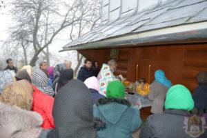 Єпископ УПЦ КП за допомогою поліції пройшов у спірний храм на Коломийщині