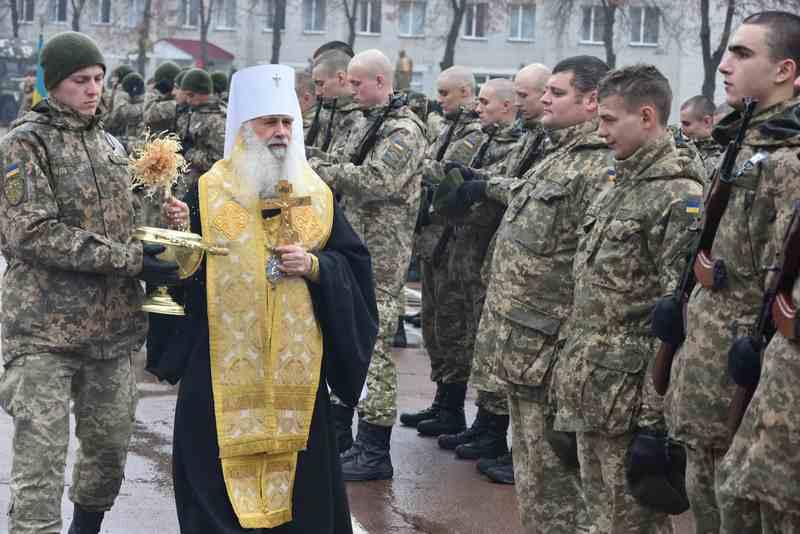 Духовенство УПЦ (МП), УПЦ КП і УГКЦ благословляло воїнів, освячувало їм храм і святкувало з військовими день архістратига Михаїла