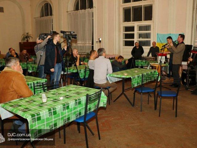 Еврейский клейзмерский коллектив «Pushkin Klezmer Band» дал концерт в военном госпитале Днепра