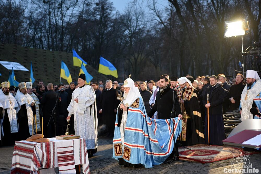 Церква і влада спільно вшанували пам'ять жертв голодоморів
