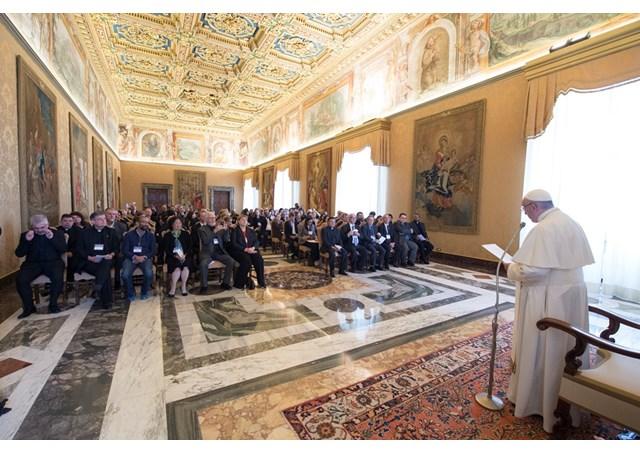 Папа закликав католицькі університети сприяти освіті біженців
