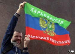 Пророссийский активист с флагом