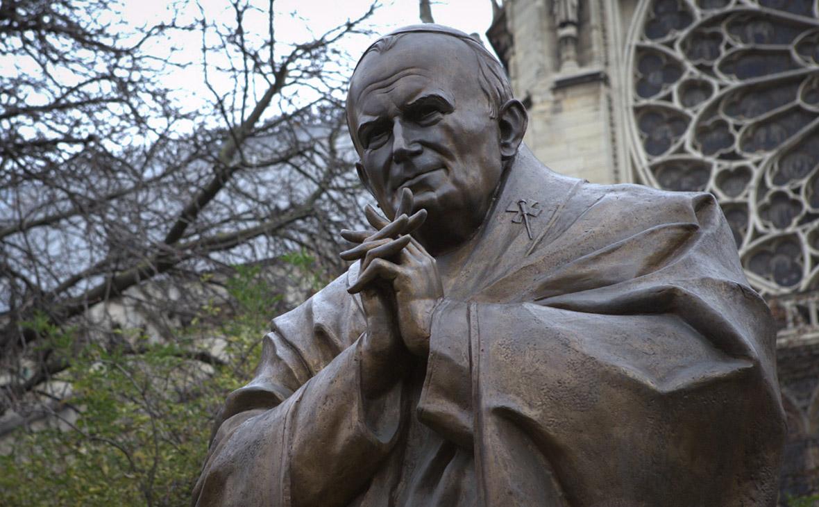 Польща готова вивезти з Франції пам'ятник Папі Івану Павлу II через загрозу його демонтажу