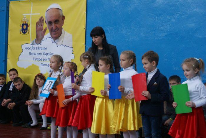 Єпископ Едвард Кава відвідав прифронтові райони Денеччини та Луганщини