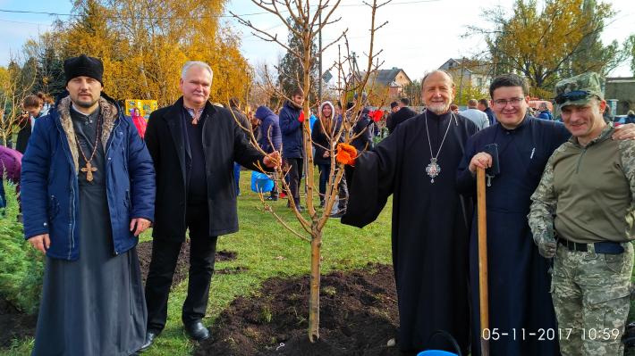 Греко-католики висадили на Донеччині дерева миру