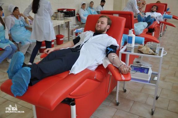 У єпархіях УПЦ (МП) здають кров для хворих людей