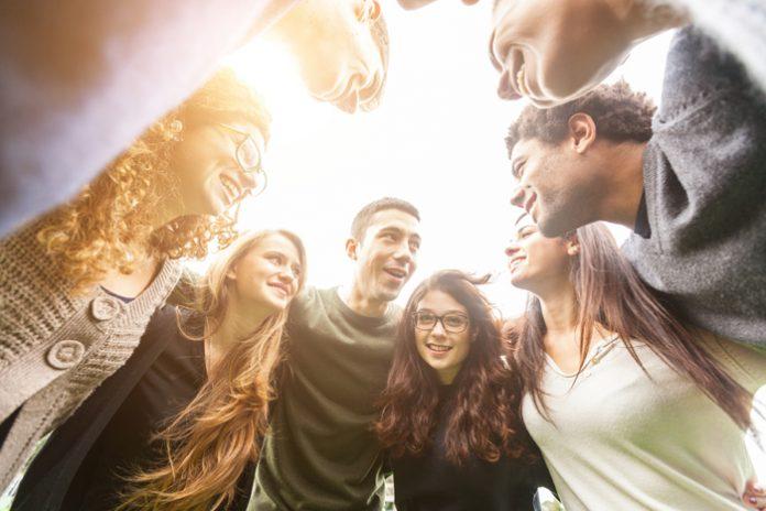 Українську молодь релігія цікавить більше, ніж політика, - опитування