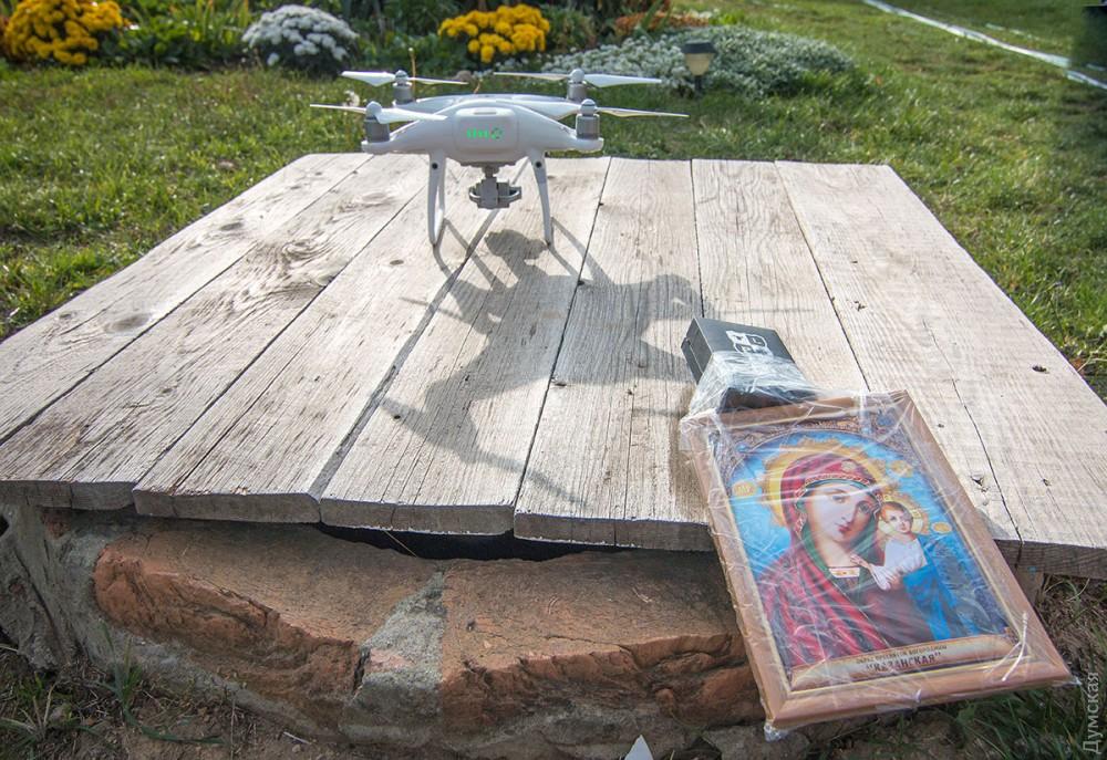 Коли поліція безсила: над селом на дроні запустили ікону Богородиці