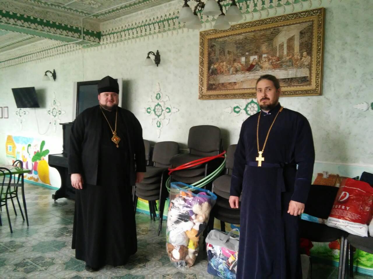 Єпископ УПЦ КП відвідав з подарунками дитячі будинки Закарпаття