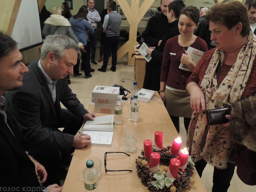 Консул Угорщини презентував на Закарпатті книгу про священика, який потрапив до ГУЛАГу