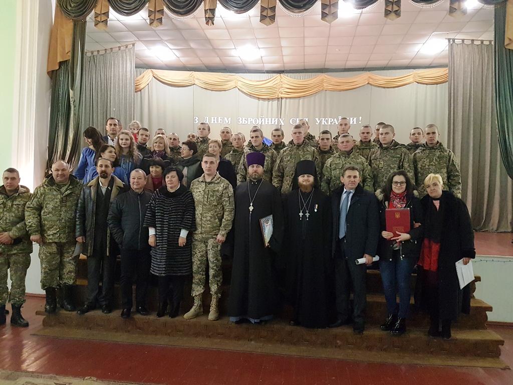 Кліриків і вірян УПЦ нагороджено державними відзнаками за волонтерство і допомогу військовим