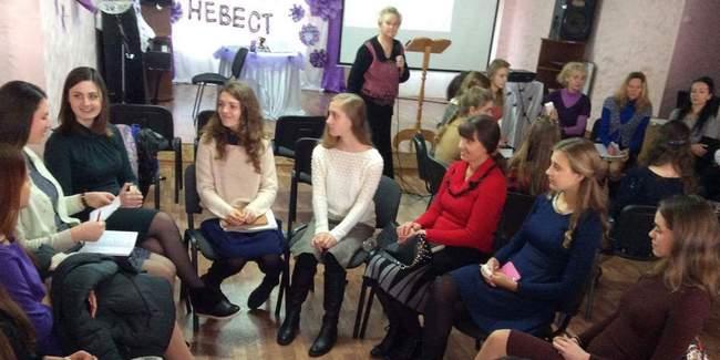 Вице-мисс Харькова провела уроки в адвентистской «Школе невест»