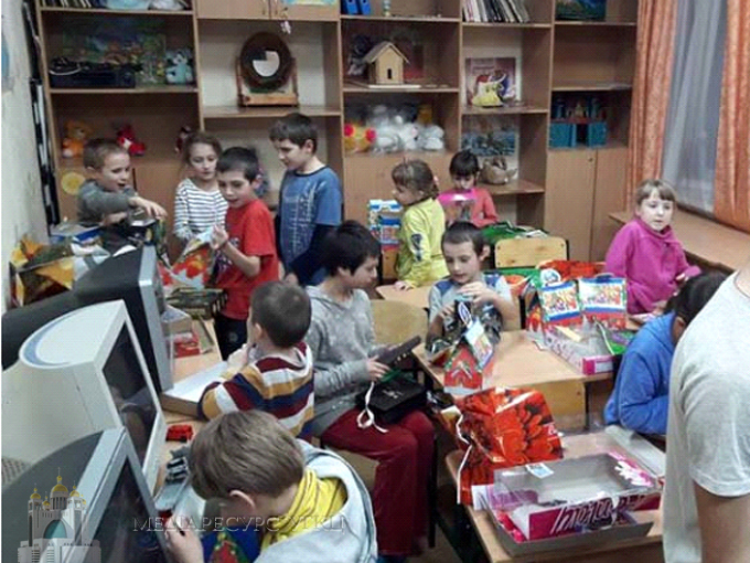 Греко-католицька родина відкладала десятину з доходів і назбирала 15 тис. грн на подарунки дітям у полтавському притулку