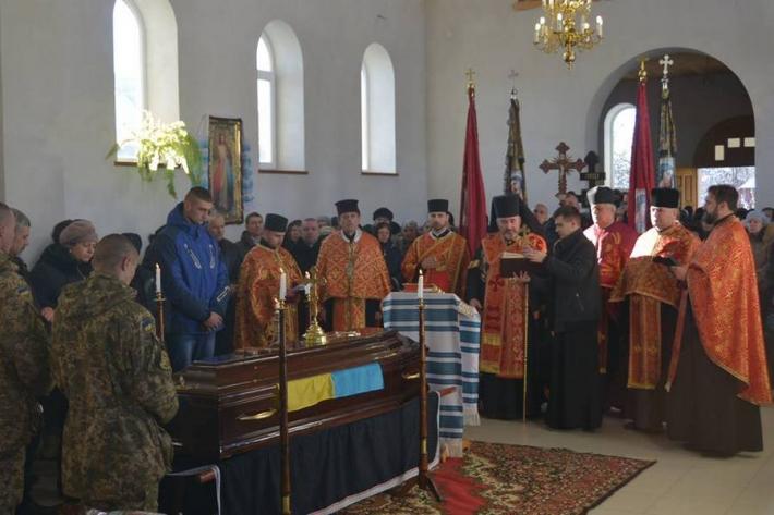 Єпископ УГКЦ очолив похорон воїна АТО