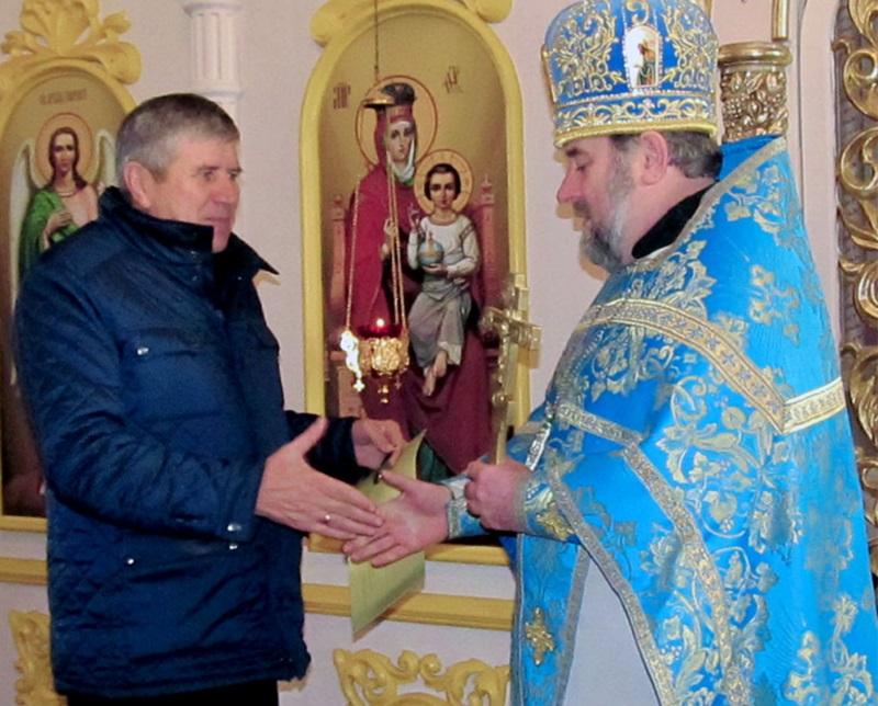 У Житомирі священик УПЦ освятив військовослужбовців, а на Черкащині діяльність священика УПЦ відзначена президентом