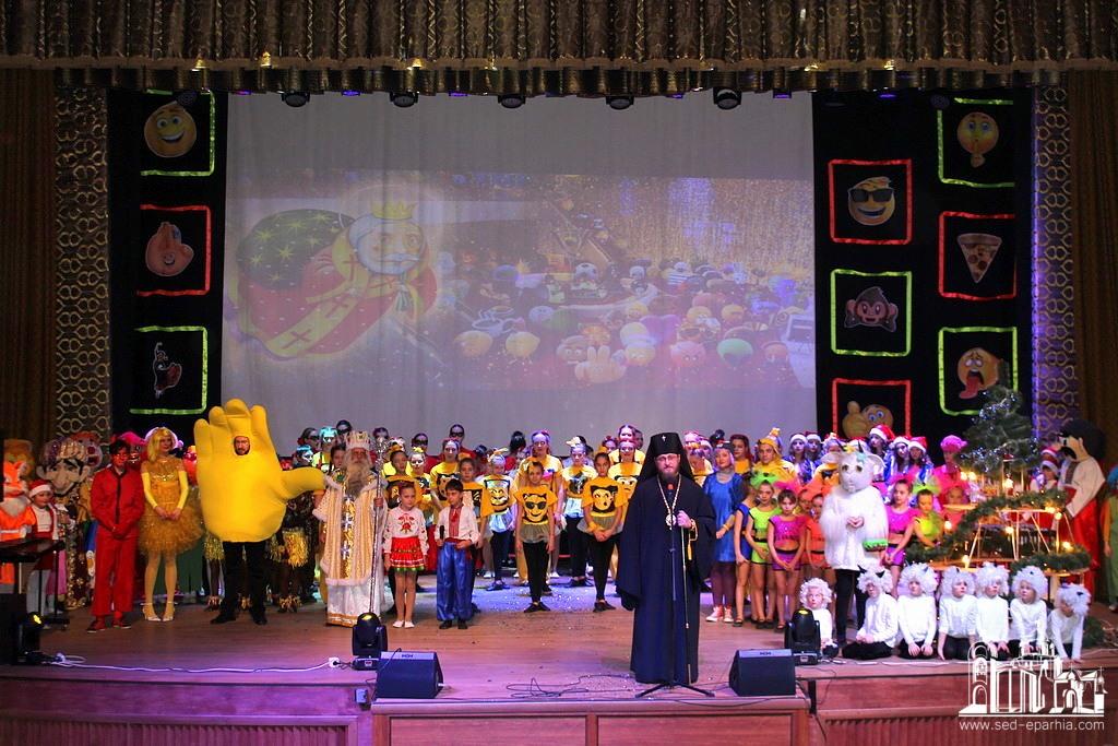 Архієрей УПЦ і керівник Луганської обласної адміністрації привітали учасників обласного дитячого фестивалю «Сяйво таланту»