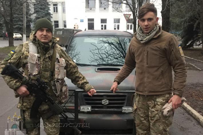 Семінаристи УГКЦ передали військовим АТО позашляховик та медикаменти