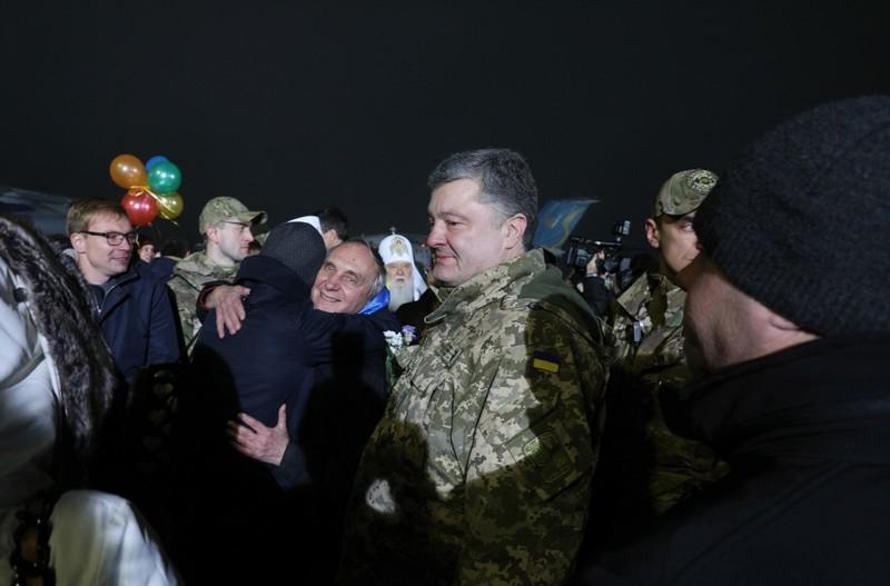 Президент Украины и главы Церквей встретили освобожденных из плена украинских воинов и заложников