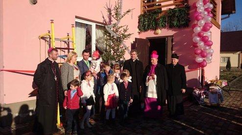 Католики відкрили й освятили дитячий будинок сімейного типу на Львівщині