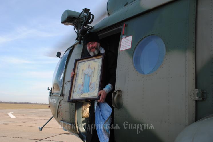 Священик УПЦ (МП) з гілкоптера окорпив святою водою райцентр на Кіровоградщині